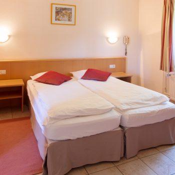 chambre-02-hotel-restaurant-traiteur-le-saint-martin-courtil